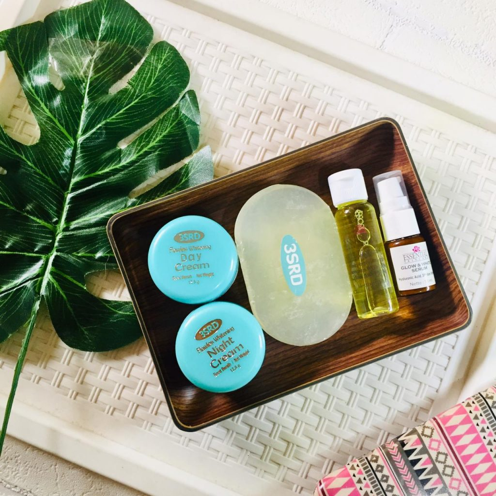 paket glowing terdiri dari sabun transparan, krim pagi, krim malam, serum glow & white, toner